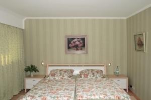 """Ferienwohnung """"Am Heidepark"""" in Bispingen - Schlafzimmer mit Doppelbett"""