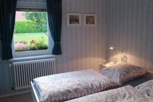 """Schlafzimmer des Ferienhaus """"Unter den Birken"""" mit Doppelbett"""